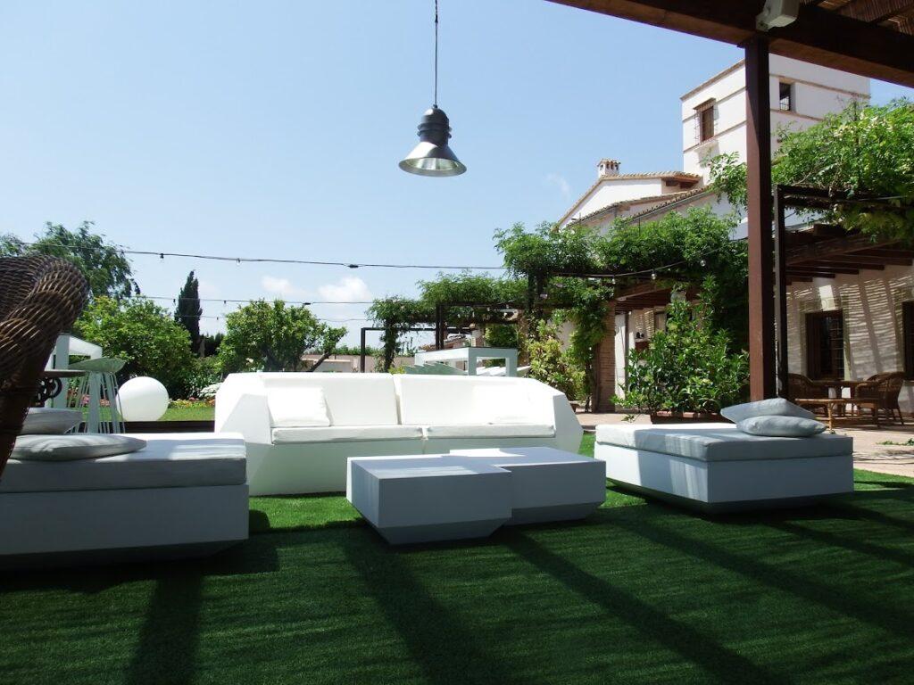 sofá jardín moderno